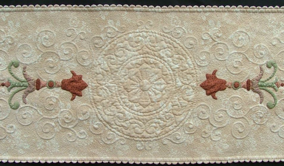 Kathy K. Wylie Quilts � Long Table Runner with Flourish